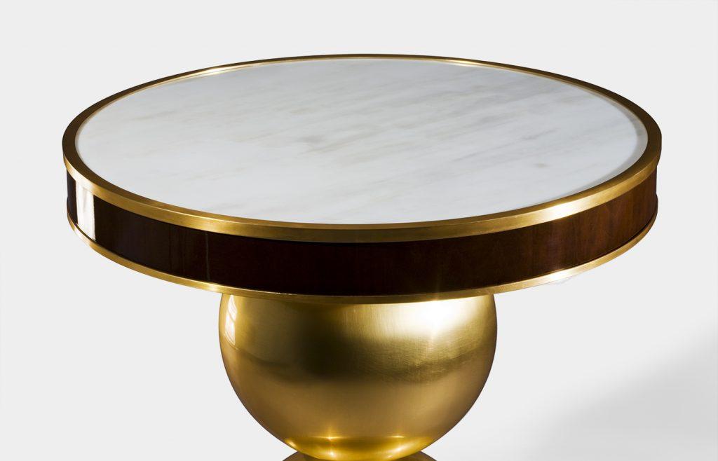 Tavolino in oro e bianco carrara 2
