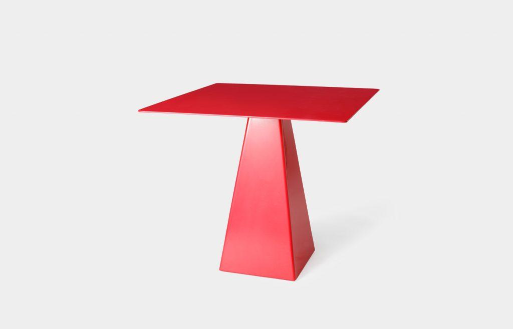 Tavolo quadrato con base trapezoidale 2