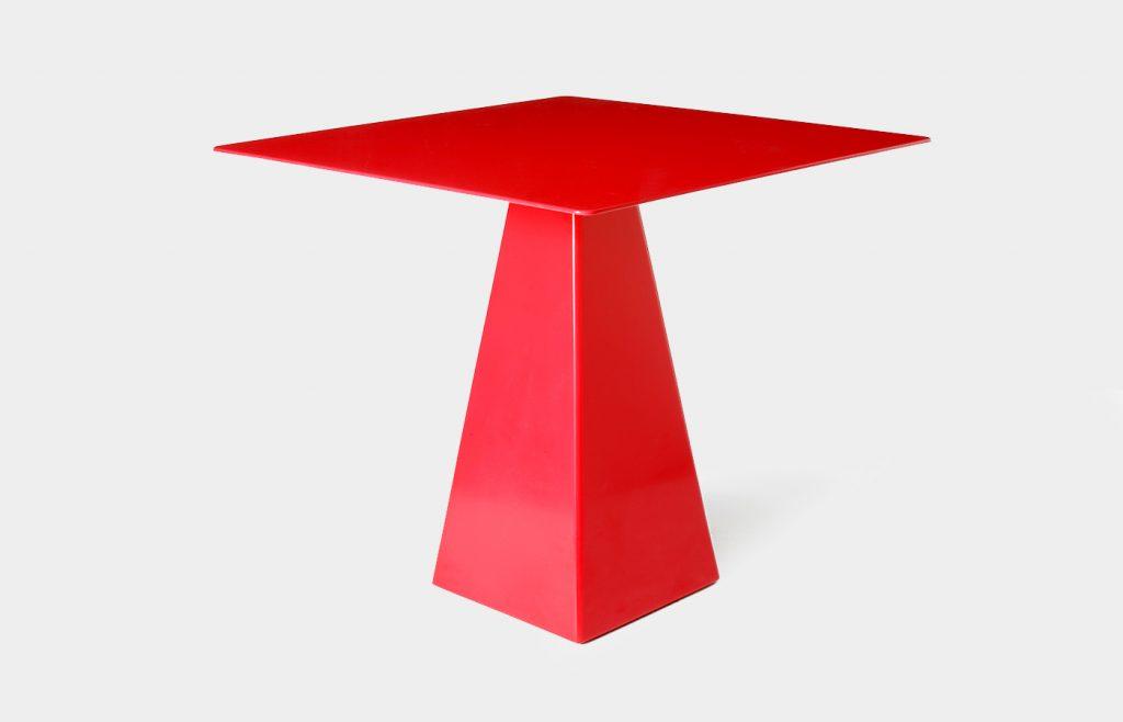 Tavolo quadrato con base trapezoidale 3